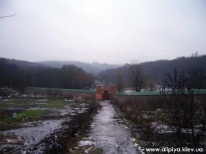 территория монастыря, голосеевский монастырь фото, фото голосеево, ворота голосеево